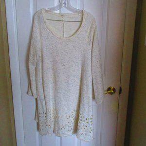 Egy Plus Size Long Sweatshirt w/ Floral Cutouts 3X